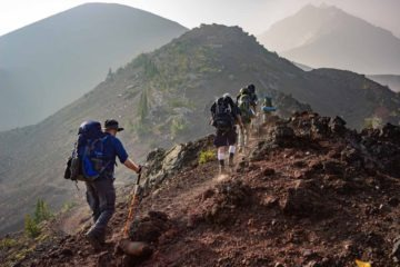 5 hikers hiking on a mountain to improve their stamina